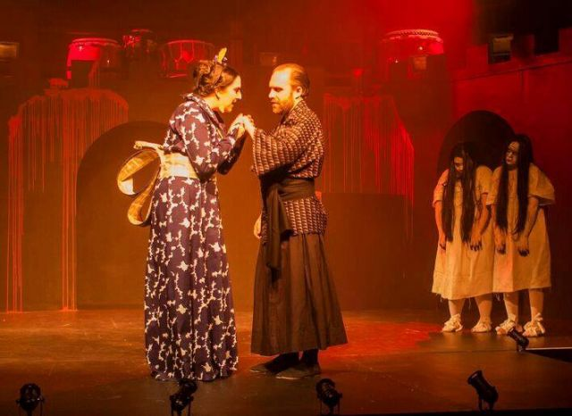 the mood of shakespeares macbeth Free essay: use of blood in macbeth in the play 'macbeth', shakespeare uses brutal imagery, with association of blood the mood of disgust and horror towards .