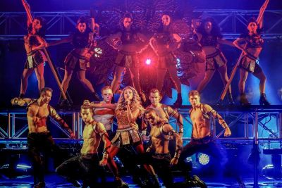 The Bodyguard Dances With Paulini | Stage Whispers