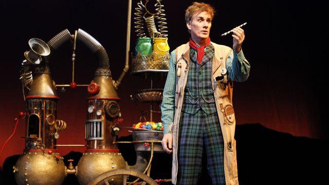Opera Star David Hobson Turns Key to Musicals