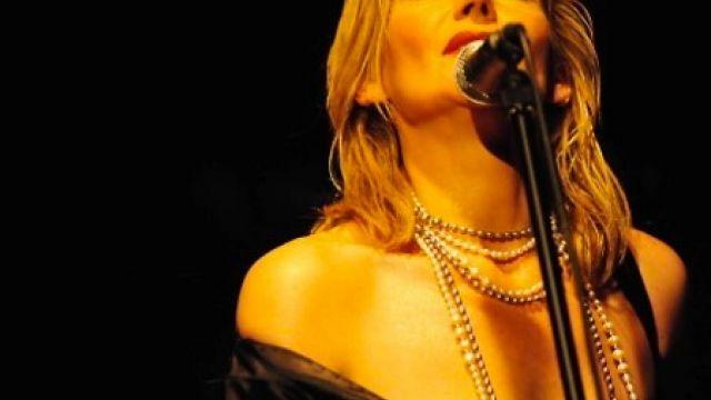 Caroline Nin's Hymn to Piaf